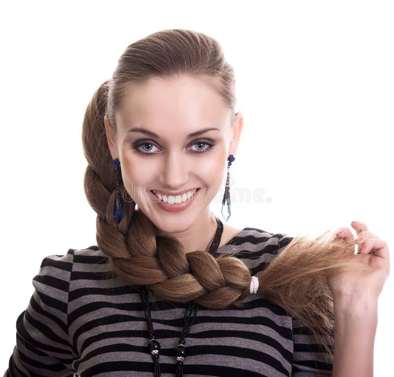 Mujer hermosa con el pelo hermoso de la trenza foto de archivo