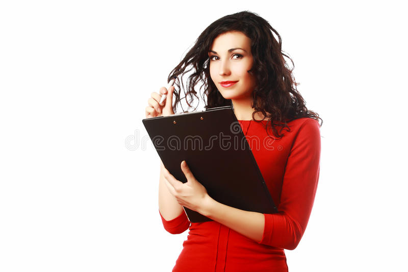 Mujer hermosa con la carpeta que rellena un impreso fotos de archivo