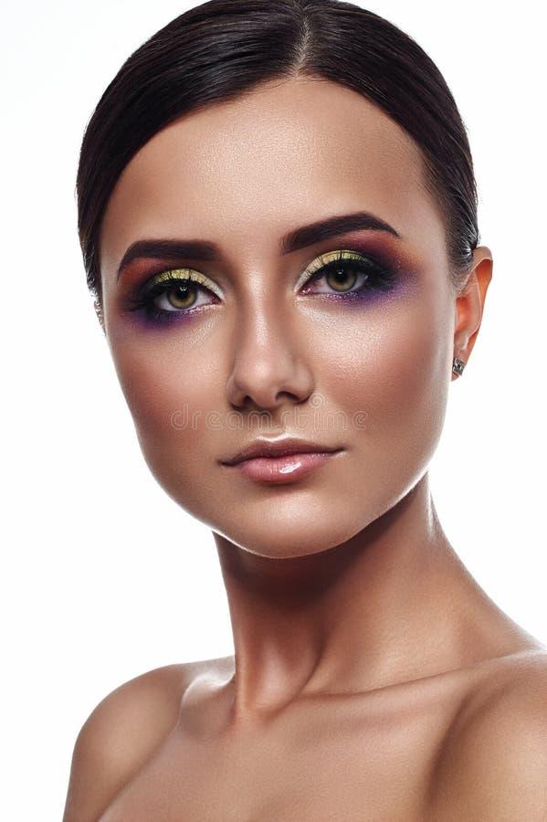 Mujer hermosa con maquillaje comercial foto de archivo