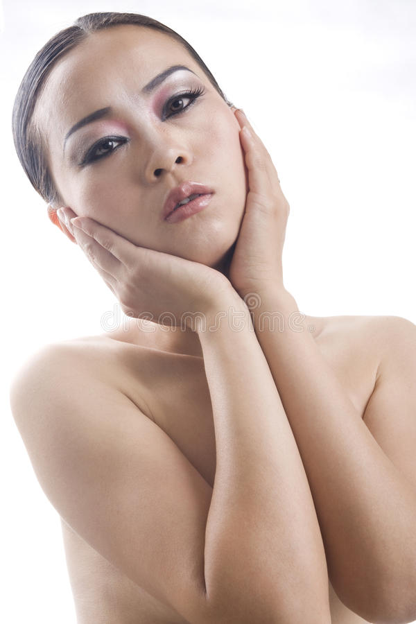 Mujer hermosa con maquillaje creativo y llamativo foto de archivo libre de regalías