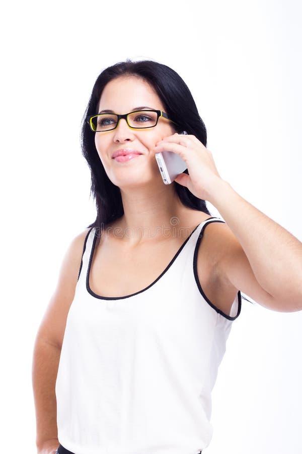 Mujer hermosa con un teléfono celular aislado imágenes de archivo libres de regalías