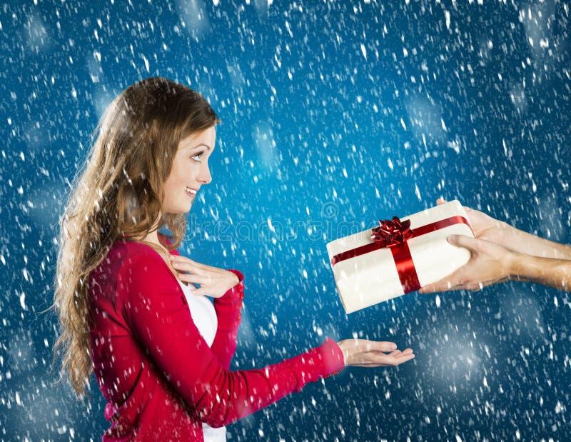 Mujer hermosa de la Navidad foto de archivo libre de regalías