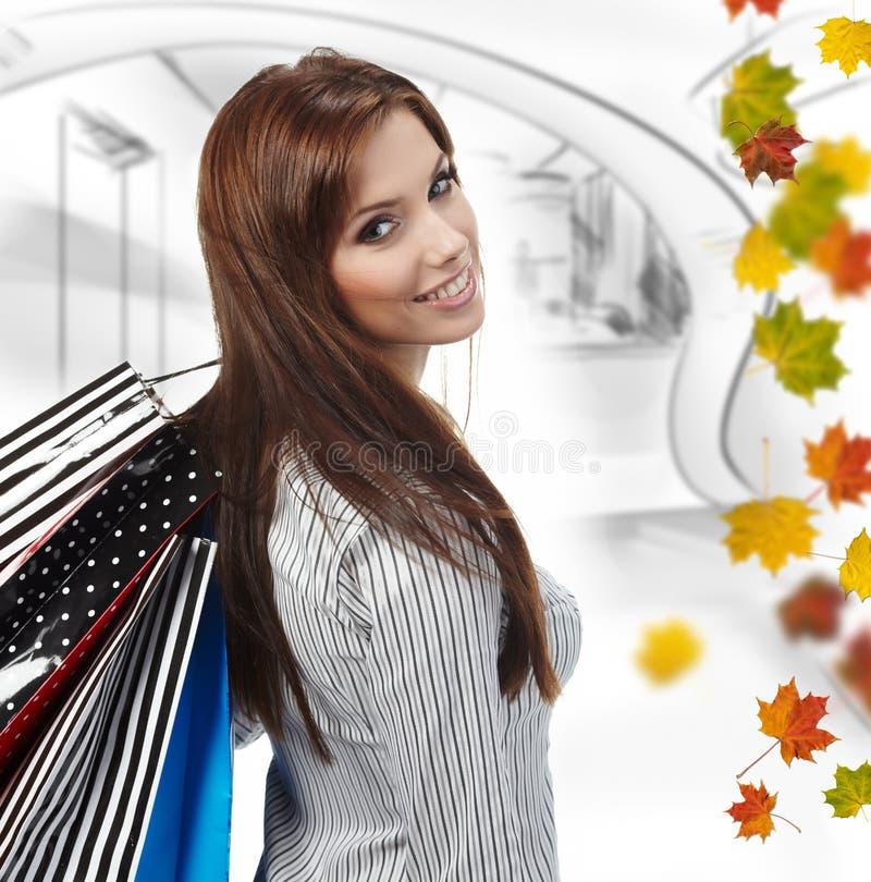 Mujer hermosa de las compras imágenes de archivo libres de regalías