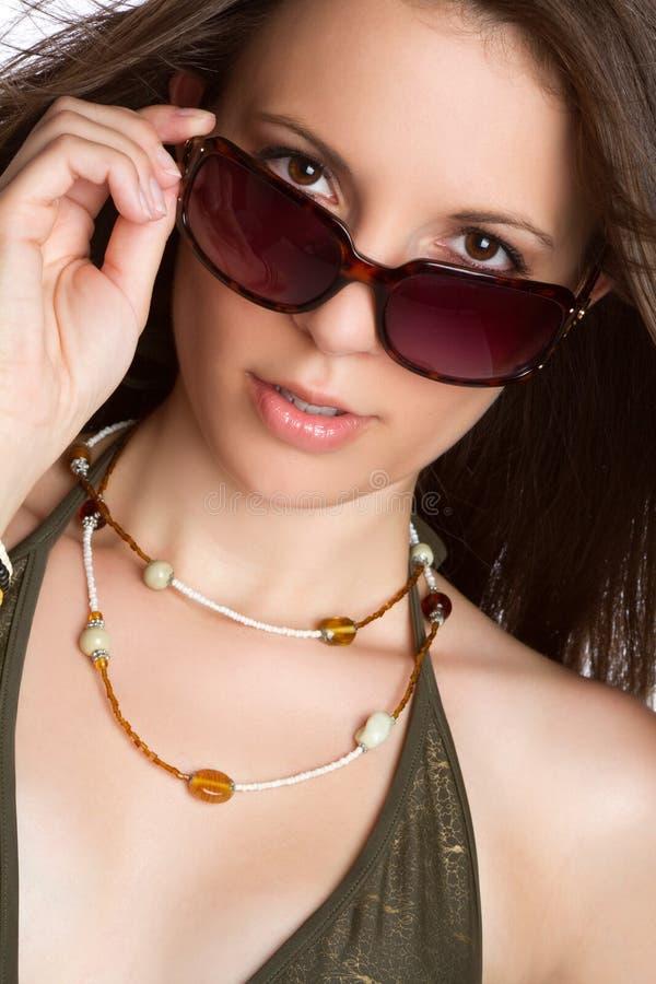 Mujer hermosa de las gafas de sol imagenes de archivo