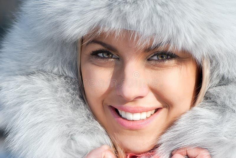 Mujer hermosa del invierno imagen de archivo
