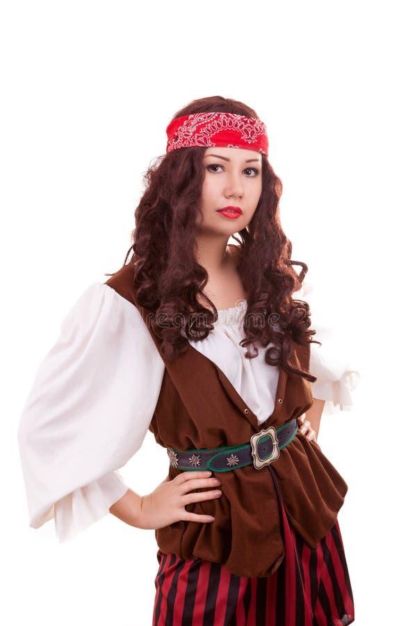 Mujer hermosa del pirata en el fondo blanco fotos de archivo