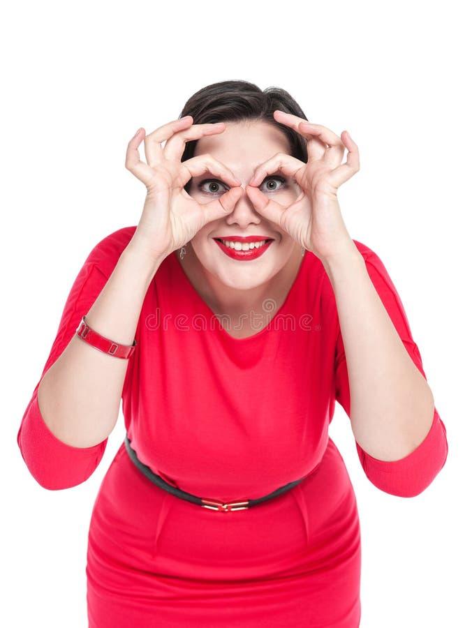 Mujer hermosa del tamaño extra grande que gesticula los vidrios con sus manos imagen de archivo libre de regalías