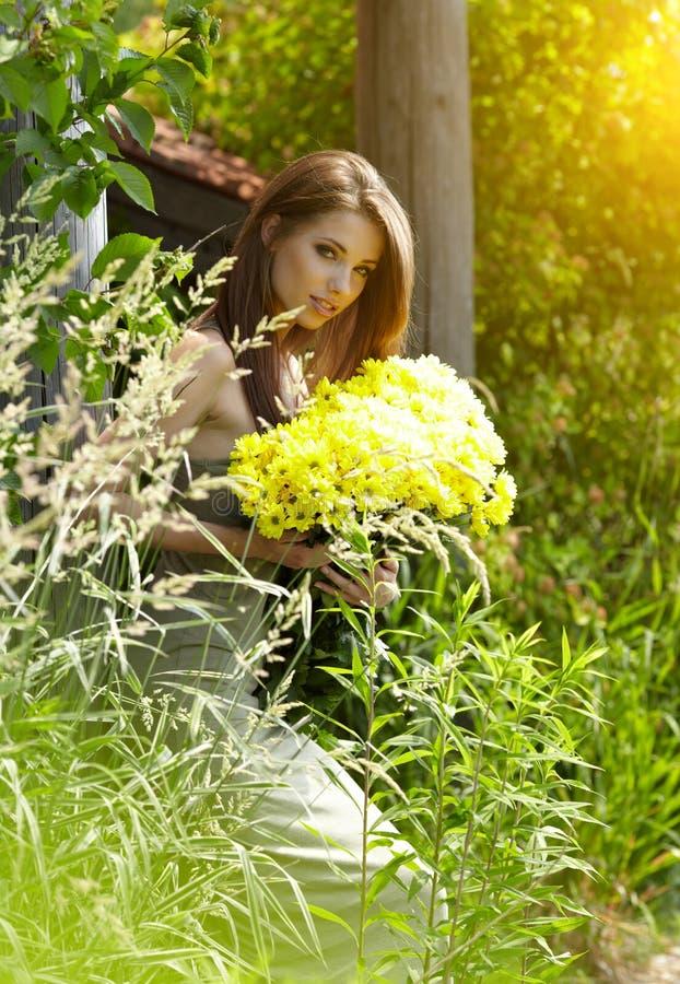 Mujer hermosa del verano imagen de archivo libre de regalías