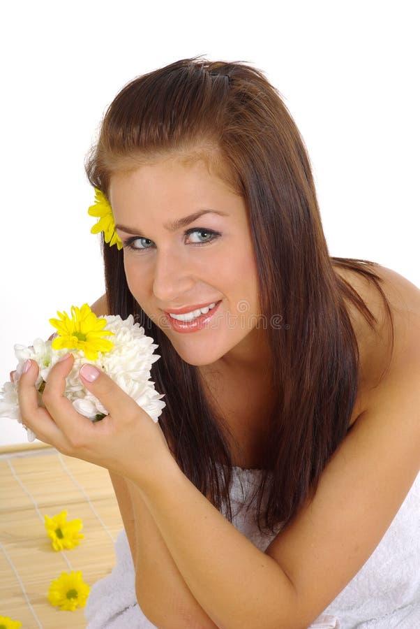 Mujer hermosa después del balneario imagen de archivo