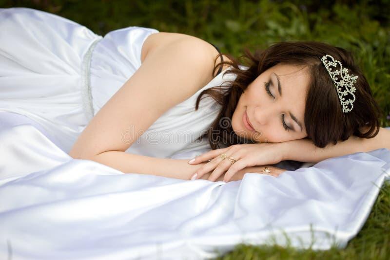 Mujer hermosa dormida imagen de archivo libre de regalías