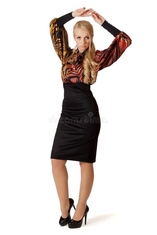 Mujer hermosa en alineada de coctel. fotos de archivo
