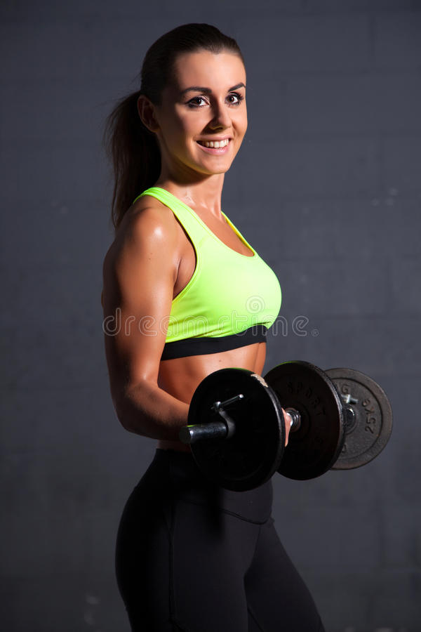Mujer hermosa en la gimnasia fotos de archivo libres de regalías