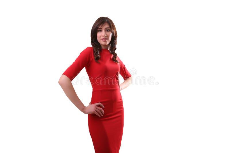 Mujer hermosa en la situación roja del vestido aislada en el blanco, francés imagenes de archivo