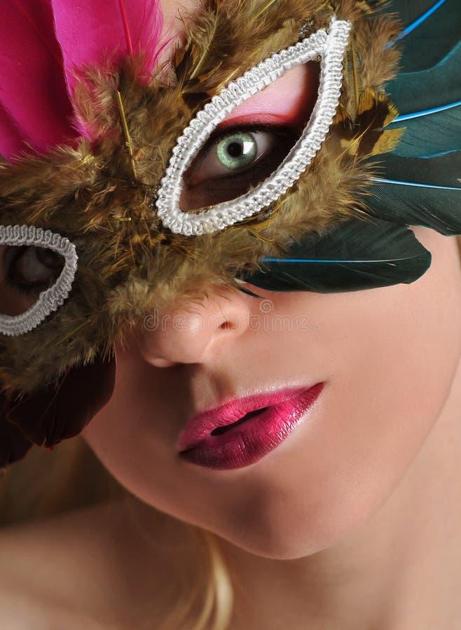 Mujer hermosa en máscara del traje imágenes de archivo libres de regalías
