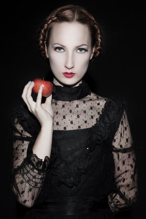 Mujer hermosa en negro fotografía de archivo libre de regalías