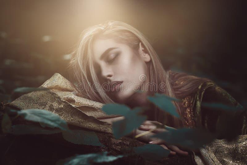 Mujer hermosa etérea fotos de archivo