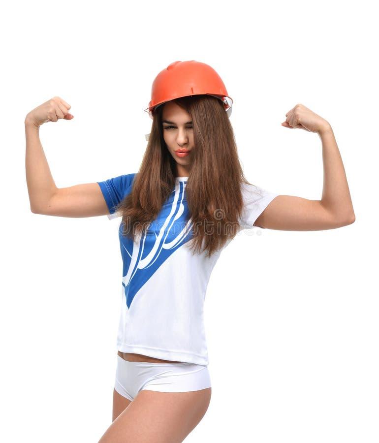 Mujer hermosa fuerte joven que le muestra musculatura y la mirada imágenes de archivo libres de regalías