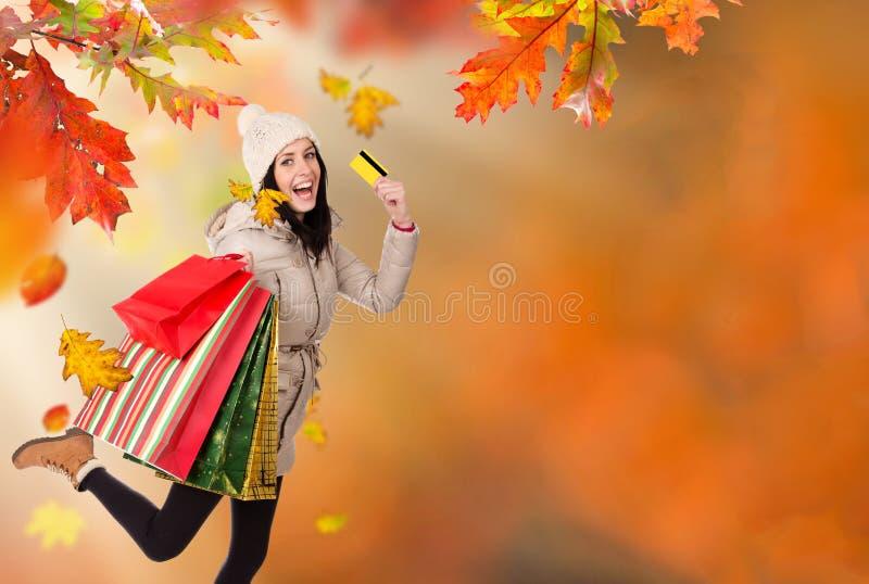 Mujer hermosa joven Compras del otoño fotografía de archivo