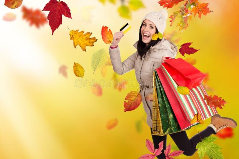 Mujer hermosa joven Compras del otoño fotos de archivo