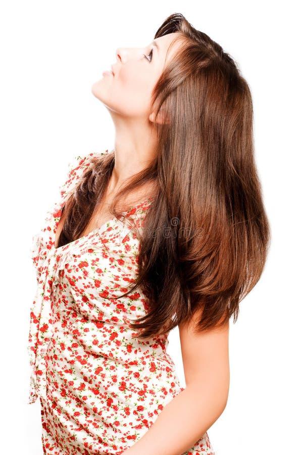 Mujer hermosa joven con los pelos marrones largos de lujo fotos de archivo libres de regalías
