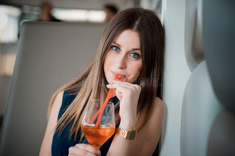 Download Mujer Hermosa Joven Del Inconformista Foto de archivo - Imagen de fresco, caucásico: 42436604