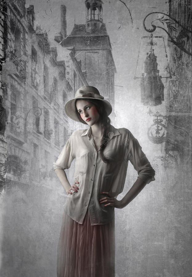 Mujer hermosa joven del vintage imagen de archivo libre de regalías