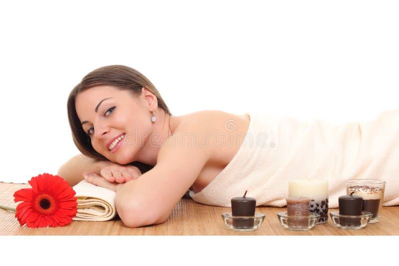 Mujer hermosa joven en balneario imágenes de archivo libres de regalías