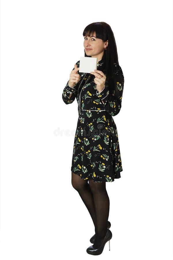 mujer hermosa Treinta-a?o-vieja que sostiene una caja Una sorpresa inesperada y agradable Aislado foto de archivo libre de regalías
