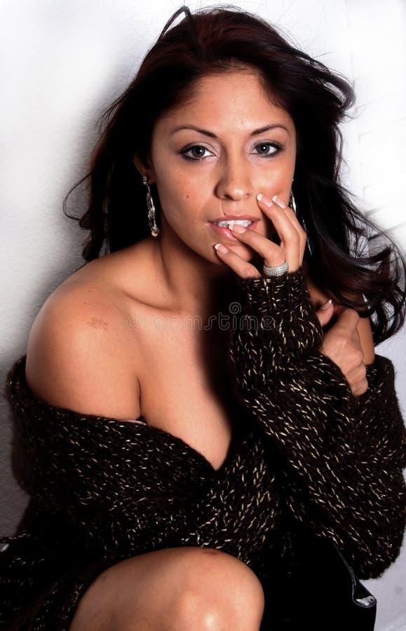 Mujer hispánica atractiva foto de archivo