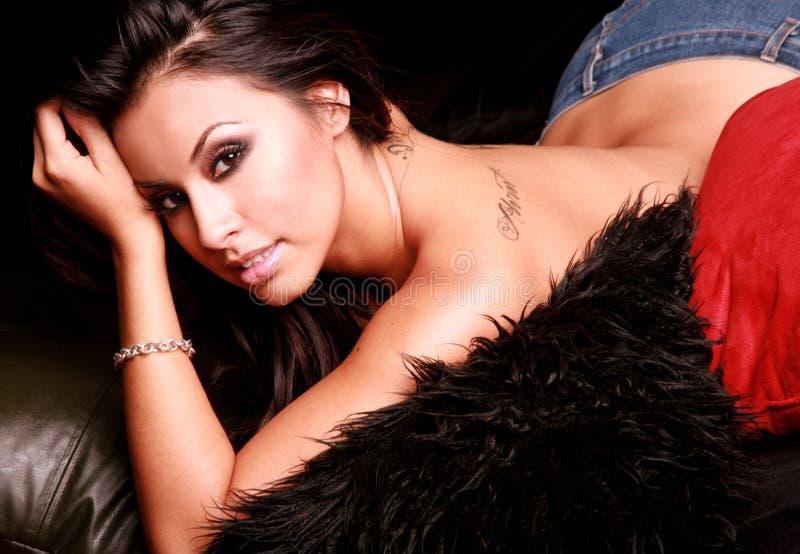 Mujer hispánica atractiva foto de archivo libre de regalías