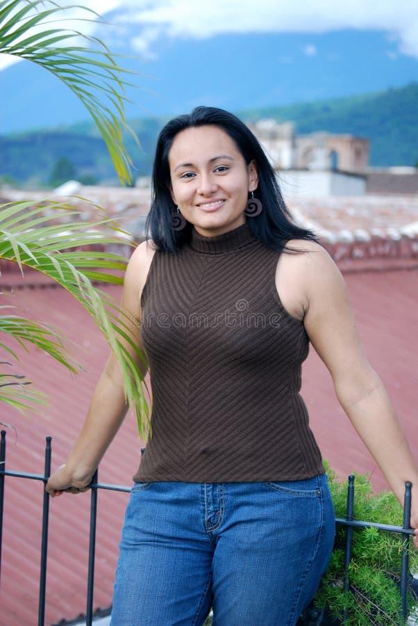 Mujer hispánica hermosa imagenes de archivo