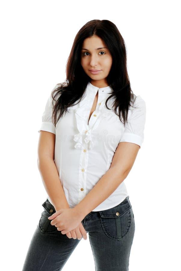 Mujer hispánica joven con las manos cruzadas foto de archivo