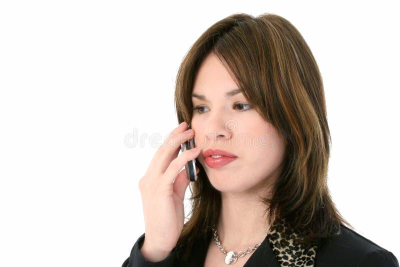Mujer hispánica joven hermosa en el teléfono celular fotos de archivo