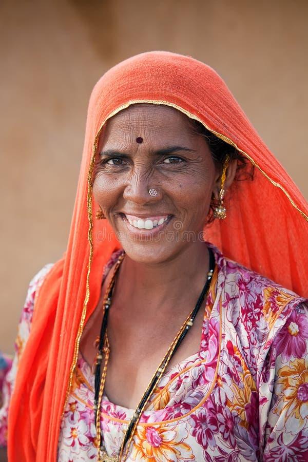 Mujer india del desierto de Thar en Rajasthán, la India foto de archivo