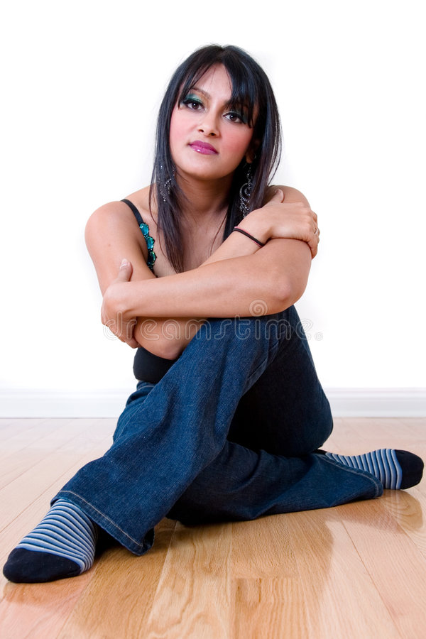 Mujer india hermosa en el país foto de archivo