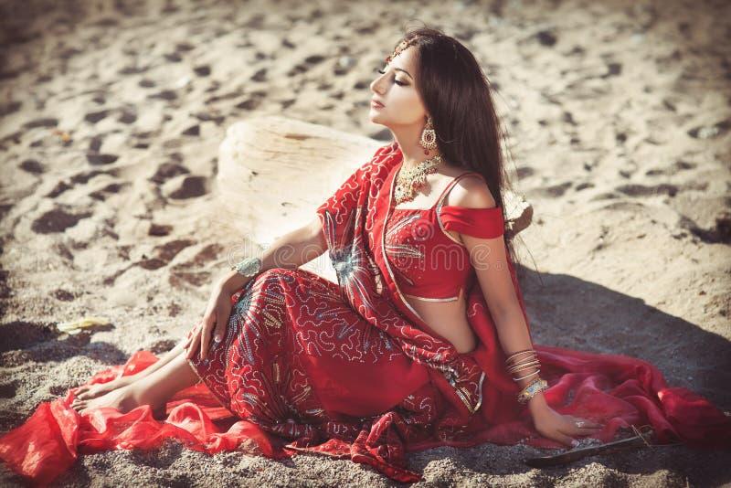 Bellydancer indio hermoso de la mujer. Novia árabe fotografía de archivo libre de regalías