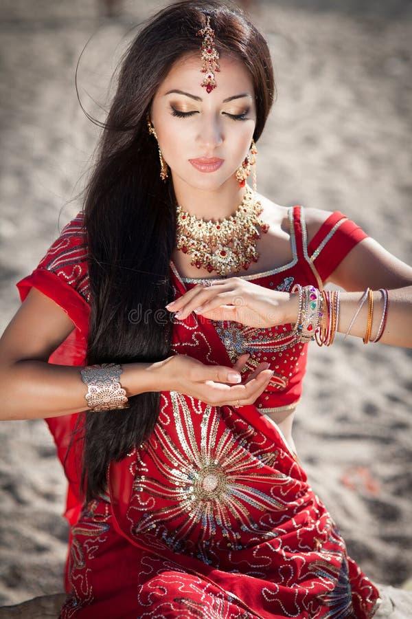 Bellydancer indio hermoso de la mujer. Novia árabe. fotos de archivo libres de regalías
