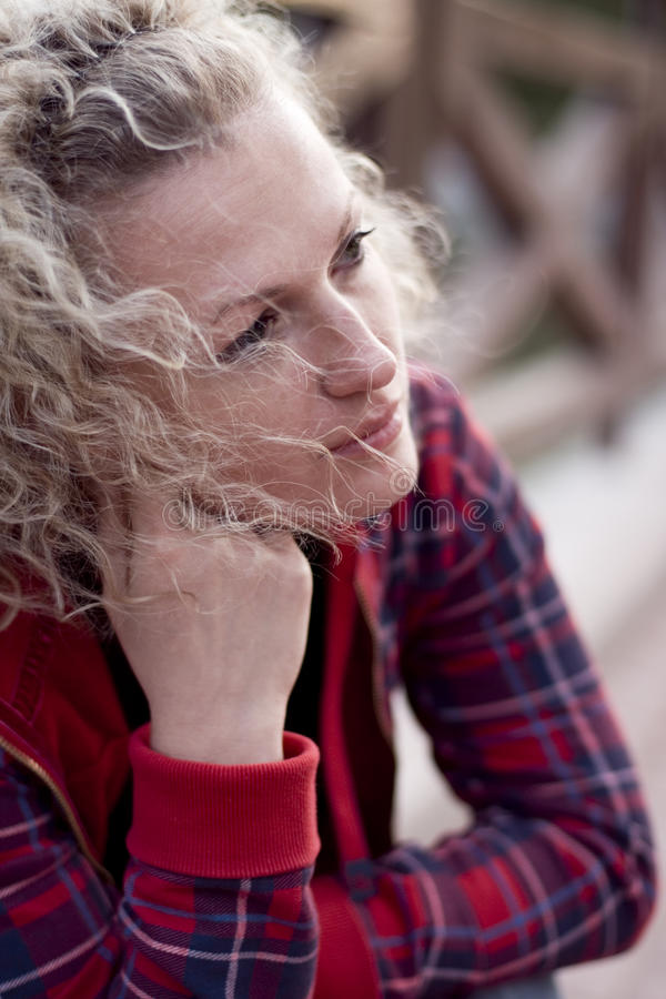Mujer infeliz foto de archivo libre de regalías