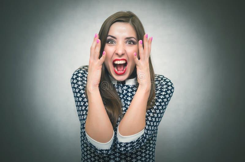 Mujer irritada enojada Jefe descontento exigente imagen de archivo