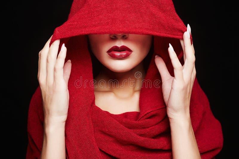 mujer islámica del estilo de la moda Muchacha roja de los labios fotografía de archivo libre de regalías