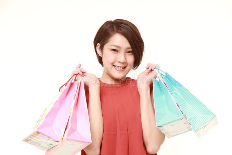Mujer japonesa con los panieres imagenes de archivo
