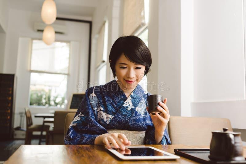 Mujer japonesa moderna fotos de archivo libres de regalías