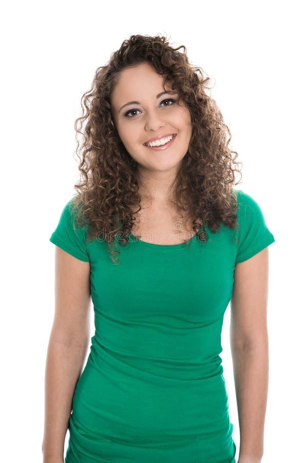 Mujer joven aislada en verde con los rizos naturales imagen de archivo