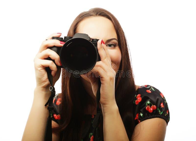 Mujer joven alegre que hace la foto foto de archivo