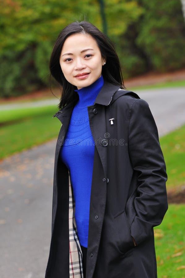 Mujer joven asiática fotografía de archivo libre de regalías