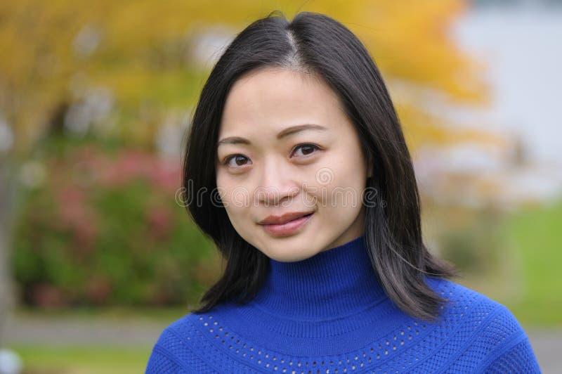 Mujer joven asiática foto de archivo libre de regalías