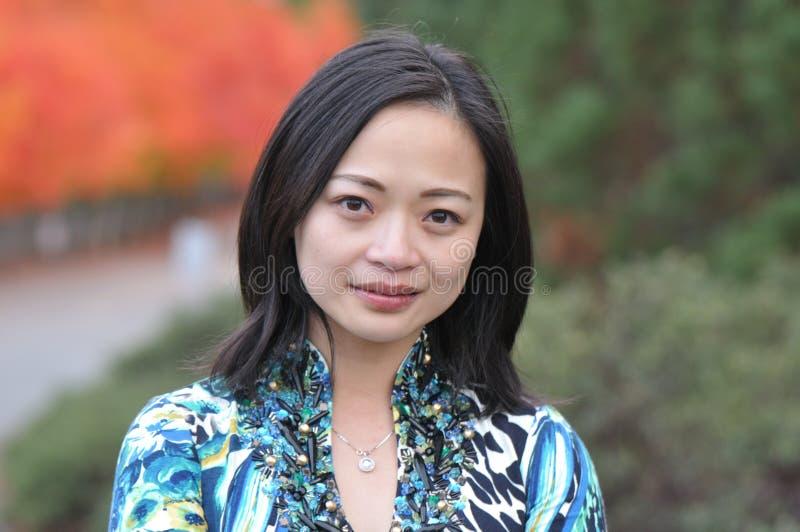 Mujer joven asiática imagen de archivo