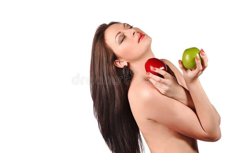 Mujer joven atractiva con la manzana fotografía de archivo libre de regalías