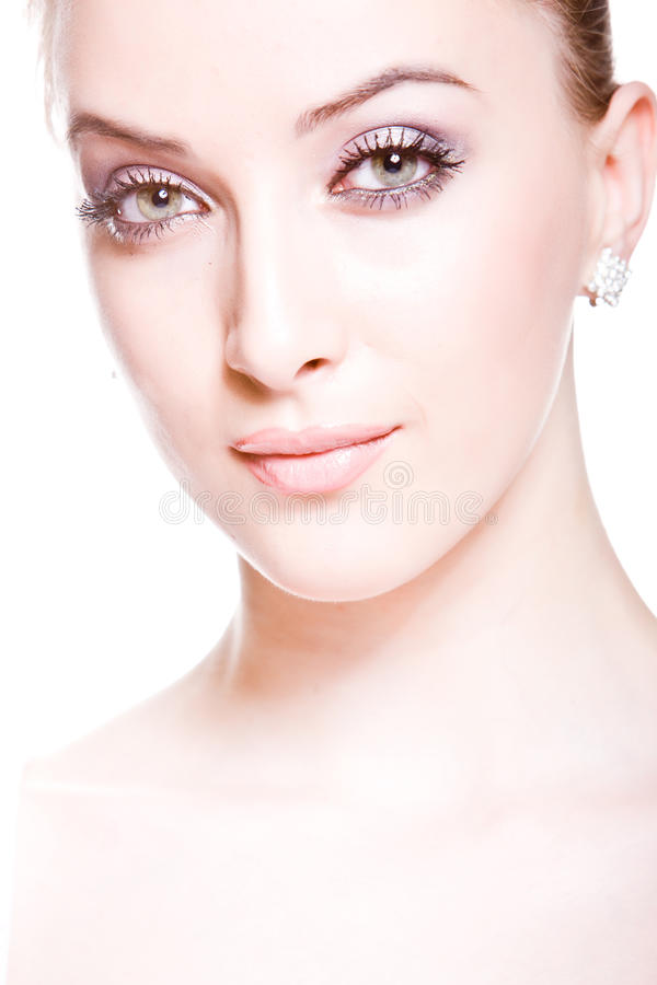 Mujer joven atractiva con maquillaje profesional imagen de archivo