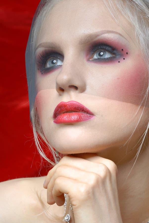 Mujer joven atractiva en estilo del colorete de Moulin imagen de archivo